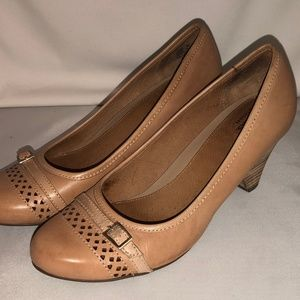 CLARKS Artisan tan leather wedge pumps size 8M